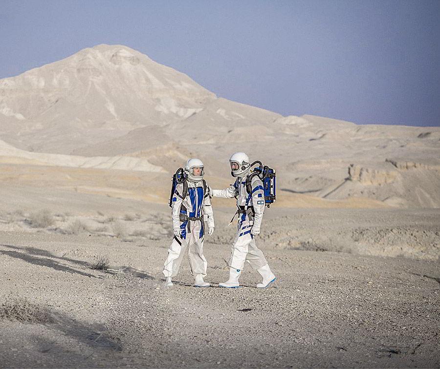 alon livne white fall 2019 bridal israeli astronaut mars spacesuit designed by fashion designer alon livne