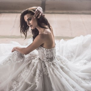 yaniv persy spring 2020 bridal couture collection featured on wedding inspirasi thumbnail