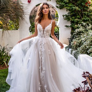 moonlight couture fall 2019 bridal collection featured on wedding inspirasi thumbnail