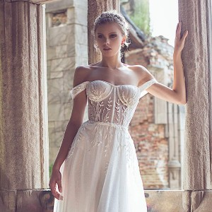 yaniv persy fall 2020 bridal collection featured on wedding inspirasi thumbnail