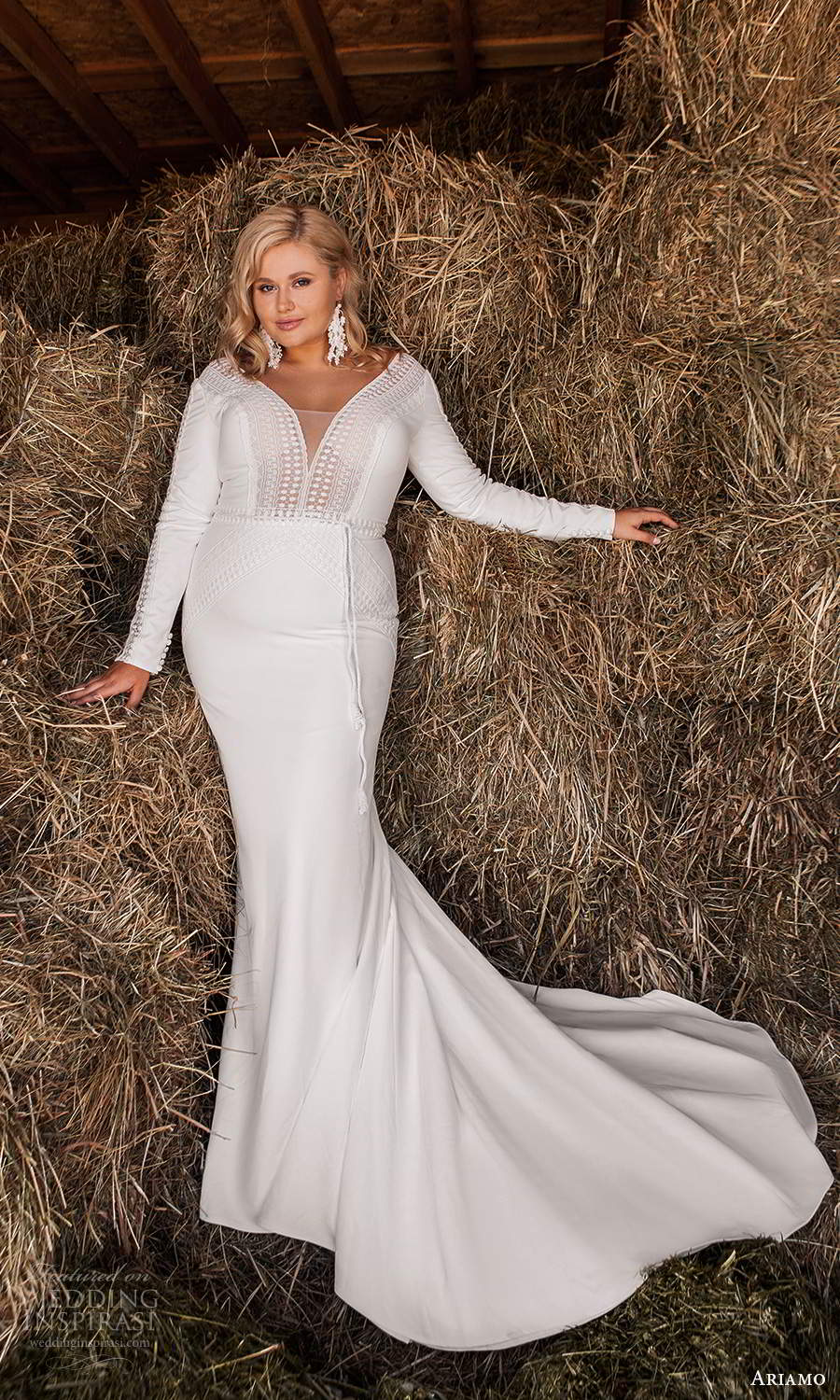 ariamo 2021 plus bridal long sleeves plunging v neckline clean minimalist mermaid sheath wedding dress chapel train (4) mv