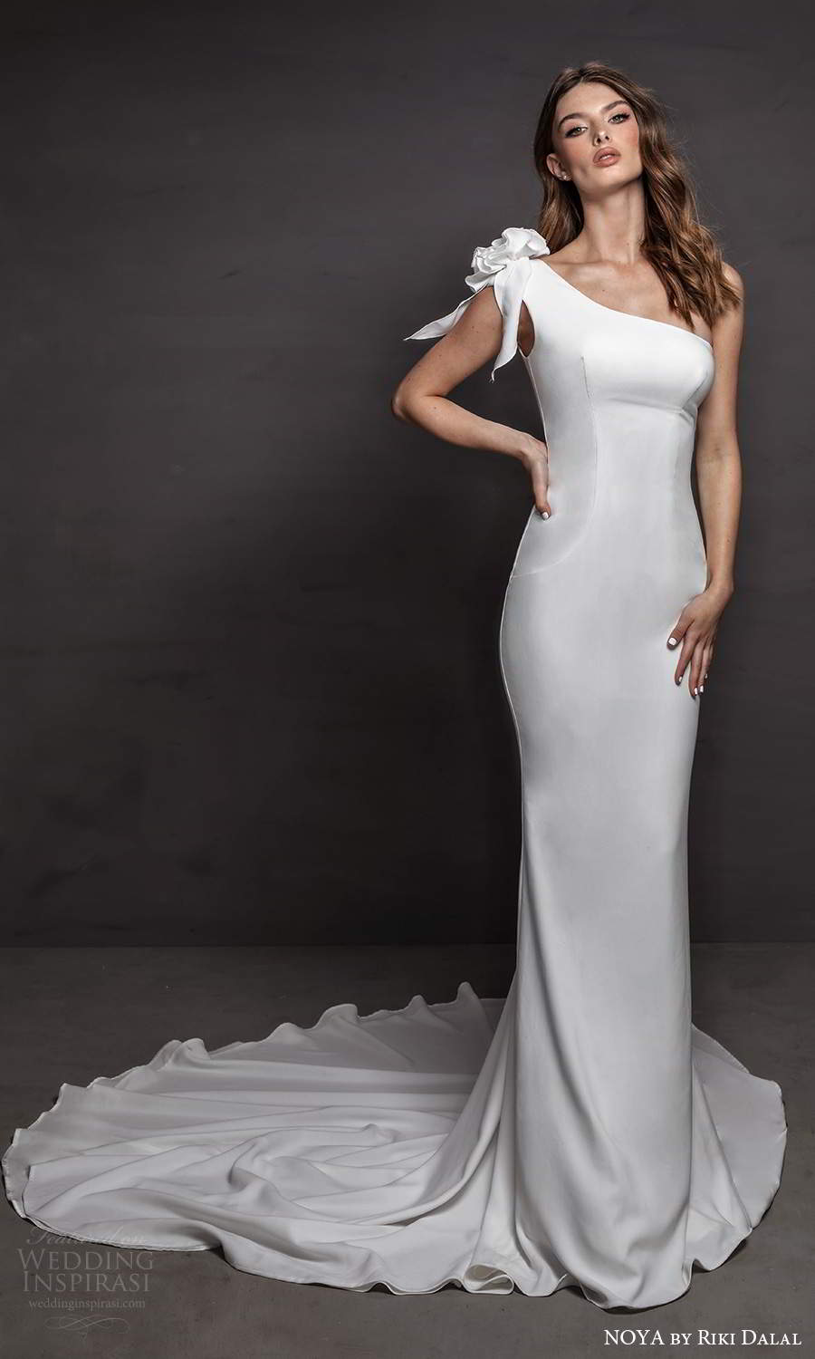 noya riki dalal 2021 bridal one shoulder strap asymmetic neckline clean minimalist sheath wedding dress chapel train (4) mv