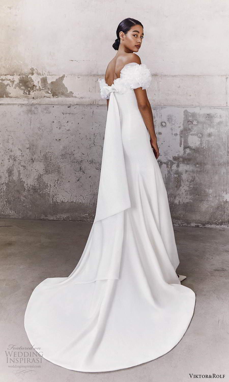 viktor and rolf fall 2021 bridal off shoulder straps sweetheart neckline clean minimalist mermaid wedding dress chapel train (17) bv