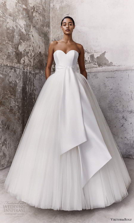 viktor and rolf fall 2021 bridal strapless sweetheart neckline clean minimalist a line ball gown wedding dress sash waist (5) mv